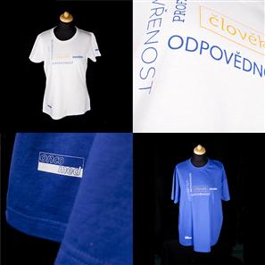 dd697a6e556 Potisk modrých a bílých reklamních triček